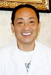 理事長・歯科医師 中尾良治